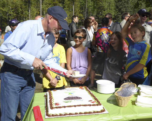 After the ribbon cutting came the cake!
